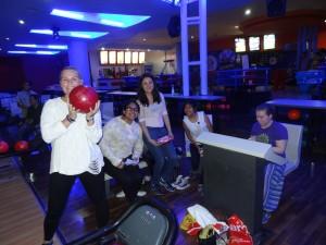 Fornøyde jenter på bowling