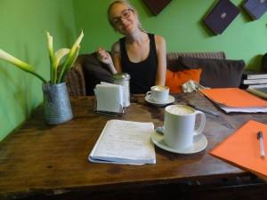 Tok med leksene på cafe