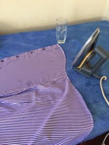 Glad at jeg min mor (Tijdtjie) har lært meg å stryke skjorter på litt eldre type strykjern!