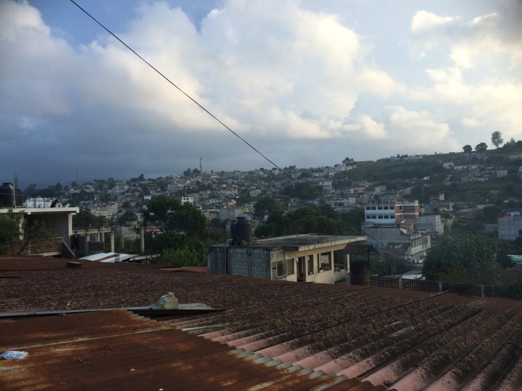 Utsikten fra Academia de Artes. Jeg bor rett ved den høye antennen, som man så vidt ser.
